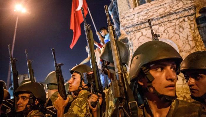 بغاوت کے الزام پر ترکی میں 200 سے زائد فوجی گرفتار