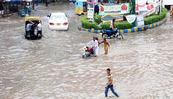 بارش کے بعد شہری علاقوں میں پانی جمع