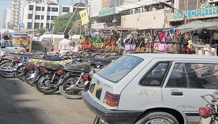 طارق روڈ پرچھاپہ مارکارروائیوں کے بعد تاجروں کی احتجاج کی دھمکی