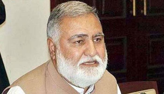 اکرم خان درانی کیخلاف غیر قانونی بھرتیوں کا کیس، 2 مبینہ فرنٹ مین گرفتار
