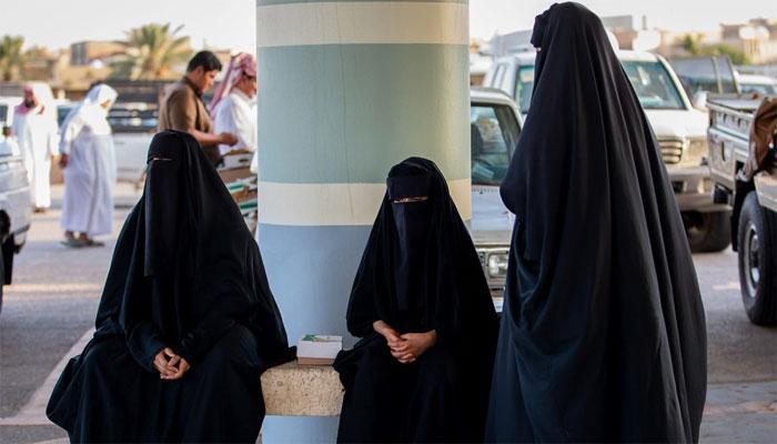 سعودی عرب، خواتین کیلئے بغیر محرم کے عمرہ ویزہ کی تجویز زیر غور