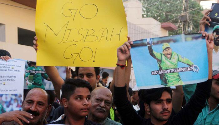 ''مصباح گردی بند کرو''کراچی میں سرفراز کےحق میں پھر مظاہرہ