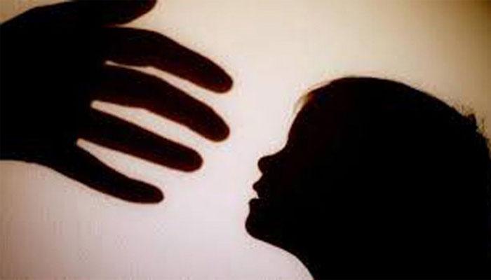 جیکب آباد میں اجتماعی زیادتی کا شکار 13 سالہ بچی کی زچگی سے سول اسپتال انتظامیہ کا انکار