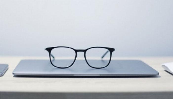 جاپان میں خواتین کے دفاتر میں عینک پہننے پر پابندی