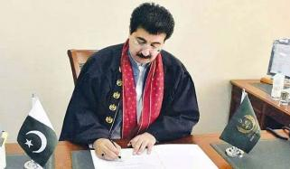 'حکومت نواز شریف کو باہر بھجوائے'