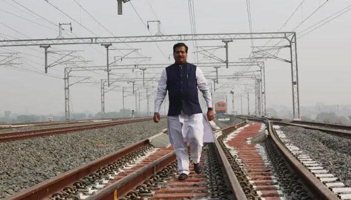ملکی معیشت بہترین ، لوگ شادی کر رہے ہیں، بھارتی وزیر