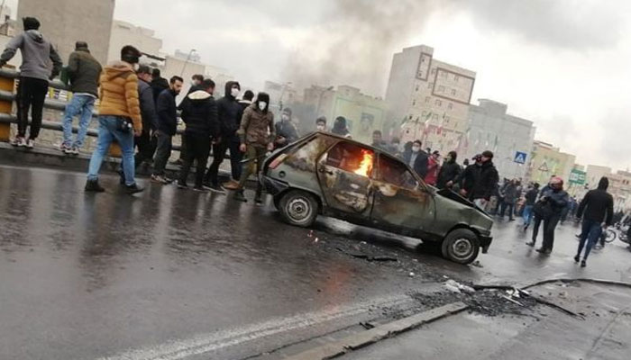 ایران میں پٹرول قیمتوں میں اضافے کیخلاف ہنگامے جاری، ایک شہری ہلاک، متعدد زخمی