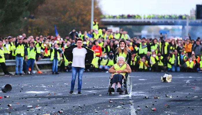 فرانس،پیلی جیکٹ تحریک کی سالگرہ کے موقع پر تھوڑ پھوڑ،جلائو گھیراؤ