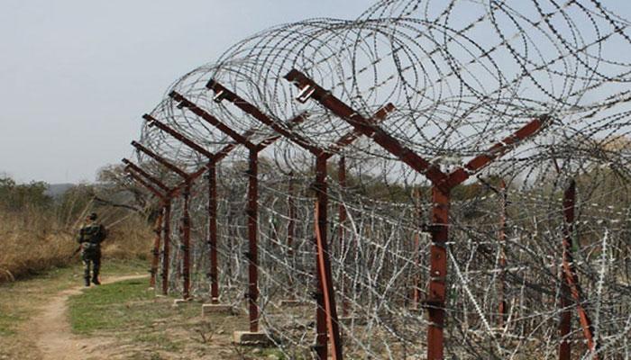 غلطی سے مقبوضہ کشمیر پہنچنے والے آزاد کشمیر کے شہری کو بھارتی حکام نے مٹھائی اور تحائف کے ساتھ پاکستان کے حوالے کردیا