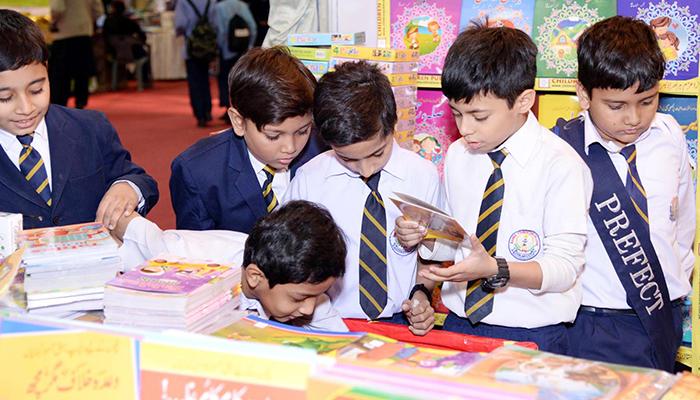 کراچی ایکسپو سینٹر میں کتب میلہ جاری،سیاسی وسماجی رہنمائوں کی شرکت