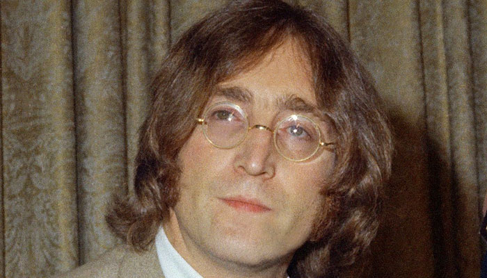برطانوی موسیقار جان لینن کے زیراستعمال چشمہ 2 لاکھ ڈالر میں نیلام
