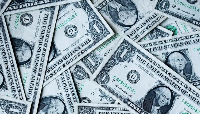 انٹربینک میں ڈالر 10 پیسے کم ہوگیا،اوپن مارکیٹ میں مستحکم