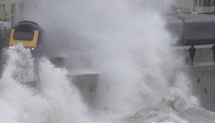 برطانیہ،طوفان برینڈن سے شدید تباہی،آئرلینڈ اور سکاٹ لینڈ بھی متاثر