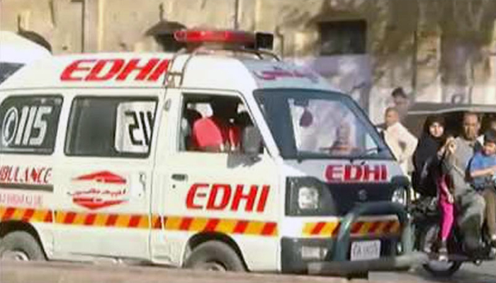 وومن پولیس موبائل الٹ گئی، مختلف حادثات و واقعات میں 2 افراد ہلاک، 15 زخمی، ڈاکو 12 لاکھ روپے لے اڑے
