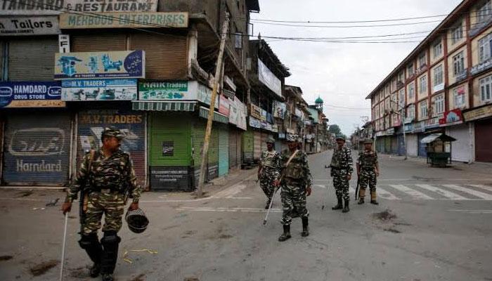 مقبوضہ کشمیر 182روز سے جیل میں تبدیل، پولیس پر دستی بم حملہ، فوج کا وحشیانہ تشدد، متعدد زخمی