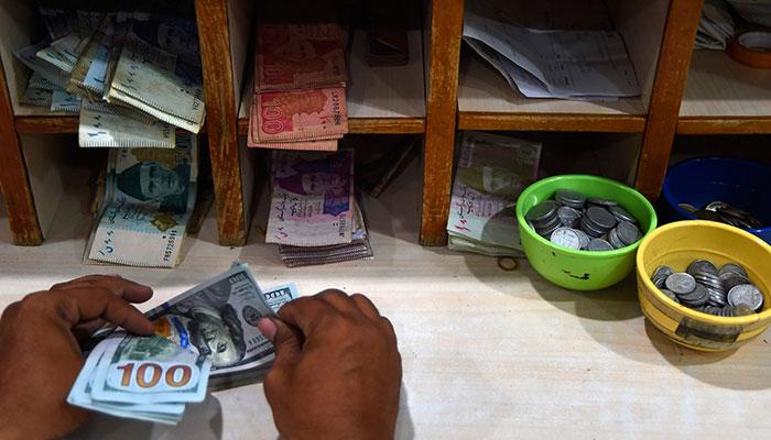 انٹر بینک میں ڈالر 5پیسے بڑھ گیا