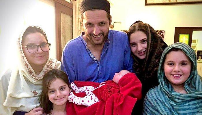شاہد آفریدی پانچویں بیٹی کے باپ بن گئے