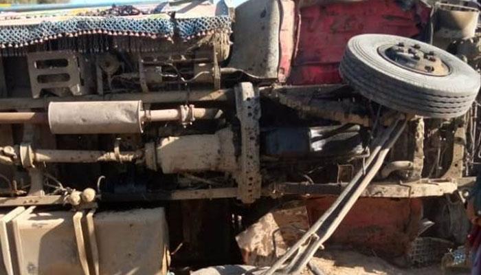 جھل مگسی، باراتیوں کی بس الٹ گئی، 13 جاں بحق، دولہا دلہن سمیت 40  افراد زخمی