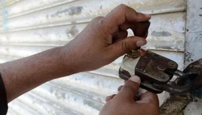 سندھ فوڈ کنٹرول اتھارٹی کی کارروائی، ہزاروں لیٹر مضر صحت تیل برآمد، ایک ڈپو سیل