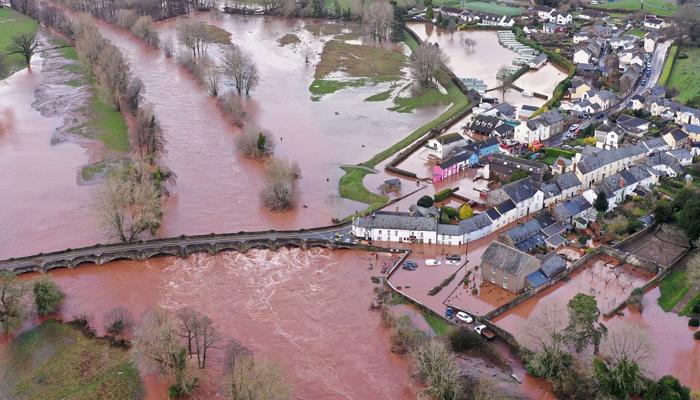 طوفان ڈینس، مزید شدید بارشوں کی پیشگوئی، سیلاب سے بچاؤ کے بند بہہ جانے کا خدشہ