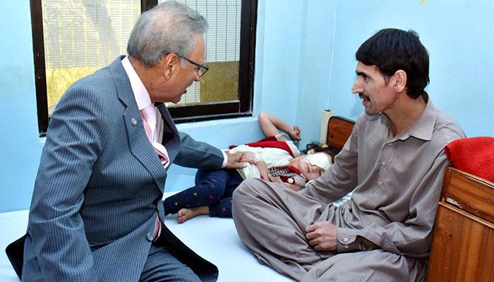 صدر مملکت  اور گورنر سندھ کا ایل آر بی ٹی اسپتال کورنگی کا دورہ