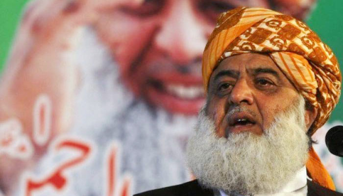 فضل الرحمٰن سیاستدانوں سے ملاقاتوں اور ٹیلفونک رابطوں میں مصروف