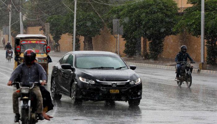 بارش، شہر کے مختلف علاقوں میں بجلی کی فی فراہمی گھنٹوں معطل
