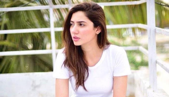 ماہرہ خان کا دوران سفر موم بتی ساتھ رکھنے کا انکشاف