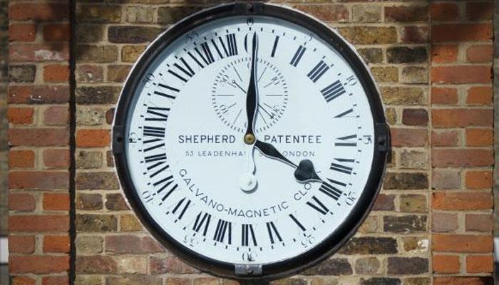 برطانیہ میں سمر ٹائم کا آغاز، گھڑیاں ایک گھنٹہ آگے کردی گئیں