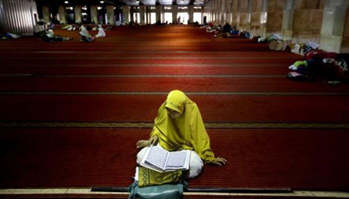 دنیا بھر میںخوف، مختلف مذاہب کے لوگوں کا مذہب کی جانب رجحان بڑھ گیا