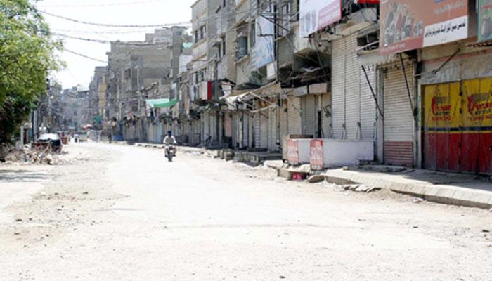 سندھ حکومت نے لاک ڈاؤن میں مزید سختیاں کردیں. صوبے کی تمام سبزی منڈیاں دو پہر 12 بجے سے رات 12 بجے تک بند کرنے کا فیصلہ