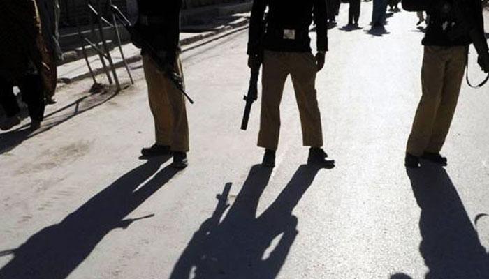 نیو کراچی، پولیس اہلکاروں کا نالے پر مبینہ قبضہ،تعمیرات شروع کر دیں