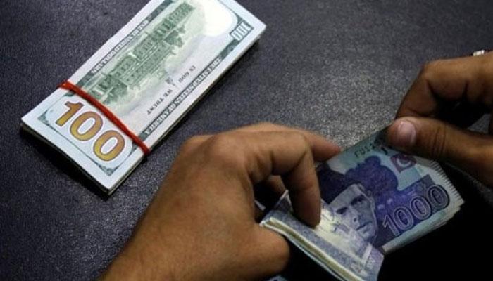 کرنسی مارکیٹ، ڈالر کی قدر مزید 10پیسے بڑھ گئی