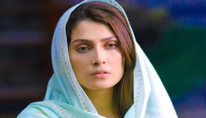 طیارہ حادثے نے جنید جمشید کا غم تازہ کردیا، عائزہ خان