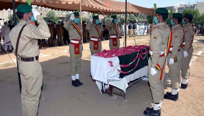 طیارہ حادثہ، سیکنڈ لیفٹننٹ حمزہ یوسف شہید کی نماز جنازہ  میں کورکمانڈر و دیگر کی شرکت