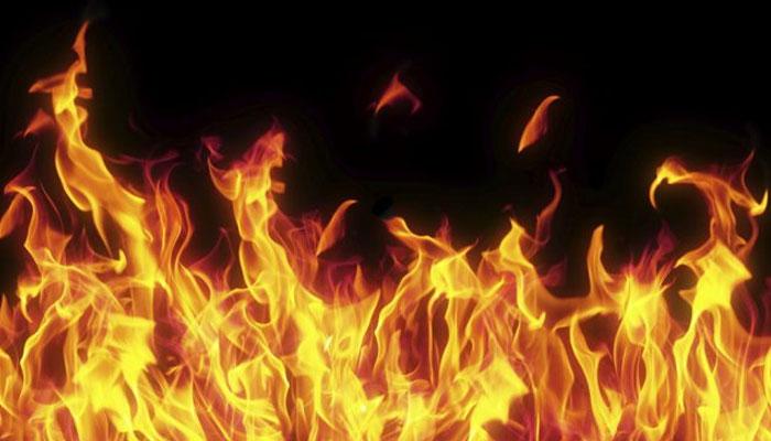 لی مارکیٹ میں آگ لگنے سے 10 گودام جل گئے