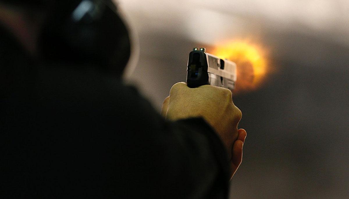 پی ٹی آئی رہنما اور مخالف فریق کے مابین فائرنگ کا تبادلہ،پولیس اہلکار سمیت 4 زخمی