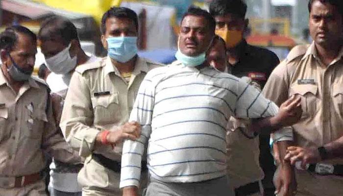 بھارت، گینگسٹر کی پولیس مقابلے میںہلاکت، سوالات اٹھ گئے