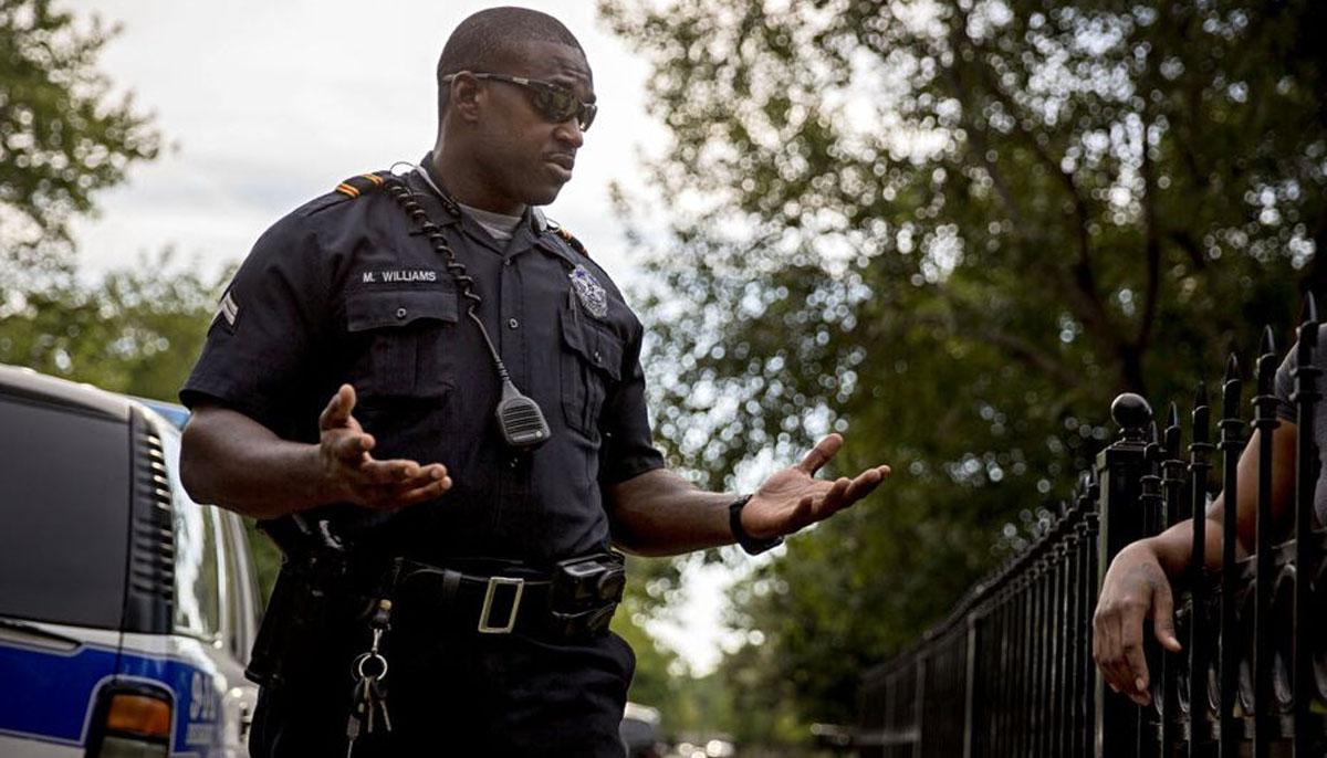 مثبت امتیاز، پولیس میں سیاہ فام افسران کو بھرتی کرنے کا مطالبہ