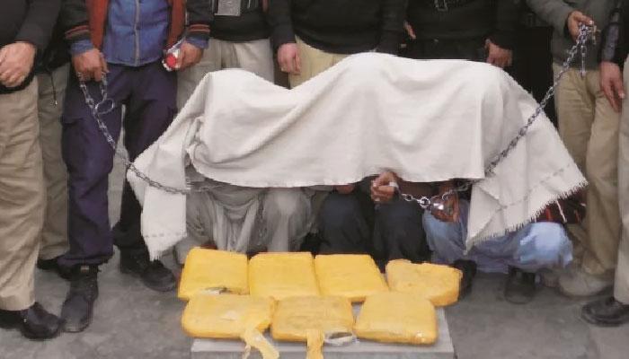 سائٹ سپر ہائی وے، ٹرک سے 99 کلو چرس برآمد، 3 ملزمان گرفتار