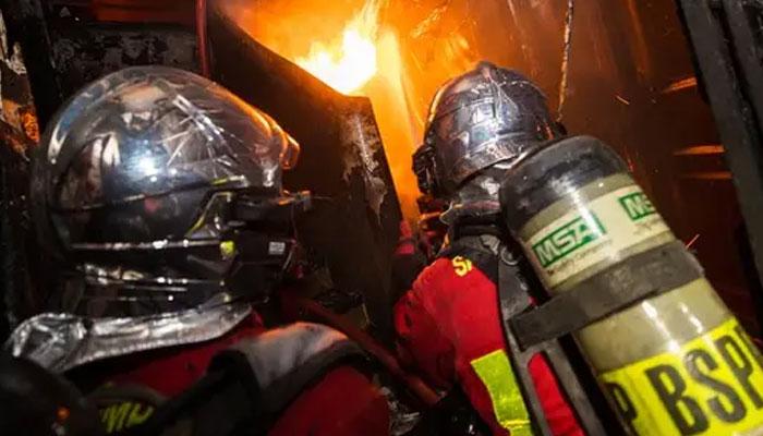 پیرس، عمارت میں آگ لگ گئی 3 افراد ہلاک، درجنوں زخمی