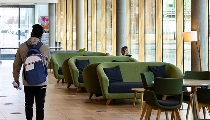 برطانوی یونیورسٹیاں داخلہ کیلئے پسماندہ طلبہ کو ترجیح دیں، ریحانہ فیصل