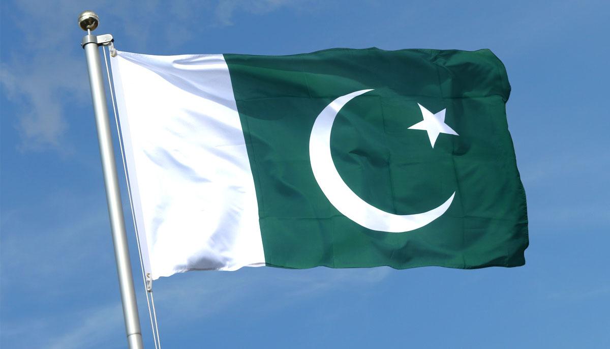 سمندر میں گہرے ترین مقا م تک پاکستانی پرچم کا سفر