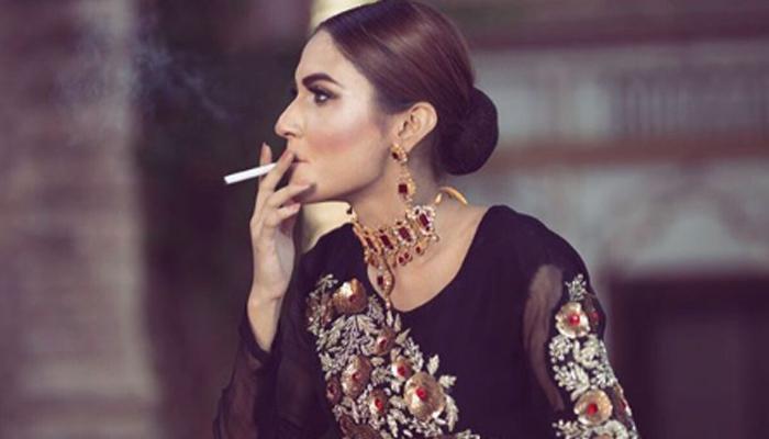 ماڈل زرش گریوال نے اپنی سگریٹ پینے کی تصویر پوسٹ کردی