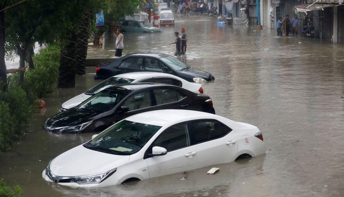 بعض علاقوں میں بارش کا پانی جمع ہے