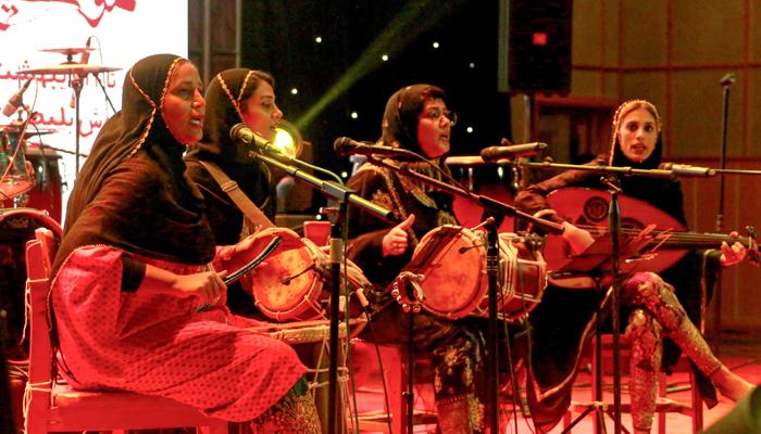 ایران میں خواتین کا میوزیکل بینڈ 'ڈنگو'سرتال میں نئے ٹرینڈ لا رہا ہے