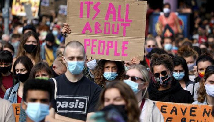 جرمنی اور پیرس میں ہزاروں مظاہرین، موریا کیمپ متاثرین کی حمایت میں نکل آئے