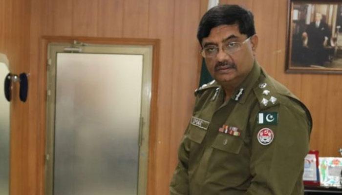 قائمہ کمیٹی کا اجلاس، سی سی پی او لاہور عمر شیخ نے ارکان کمیٹی سے ہاتھ جوڑ کر معافی مانگی