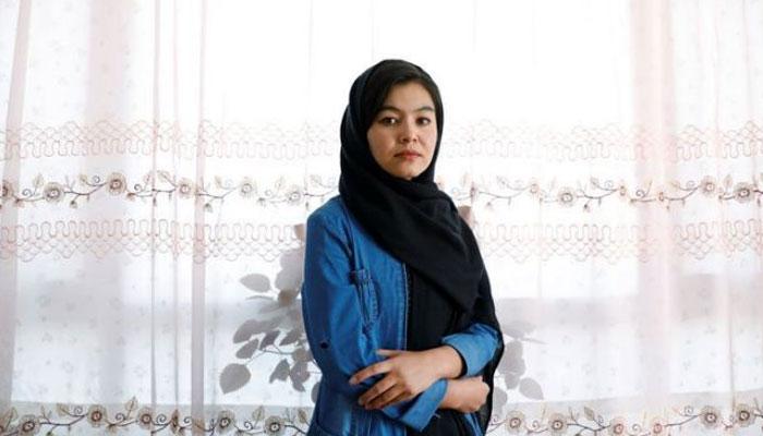 یونیورسٹی میں داخلے کے امتحان میں ٹاپ کرنے والی افغان لڑکی کے چرچے