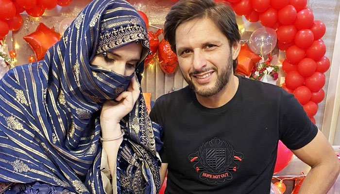شاہد آفریدی کا شادی کی 20 ویں سالگرہ پر اہلیہ کیلئے خوبصورت پیغام